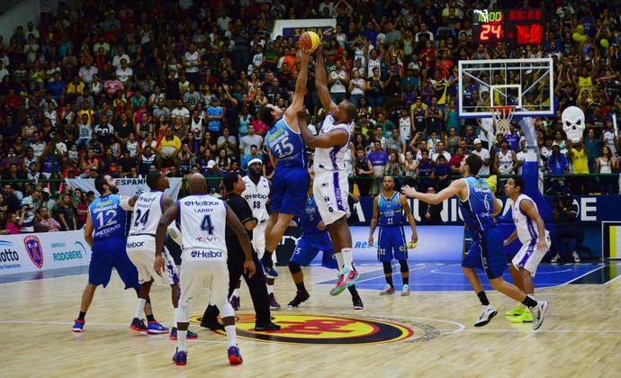 Mogi das Cruzes x São José Basquete (Foto: Danilo Sardinha/GloboEsporte.com)