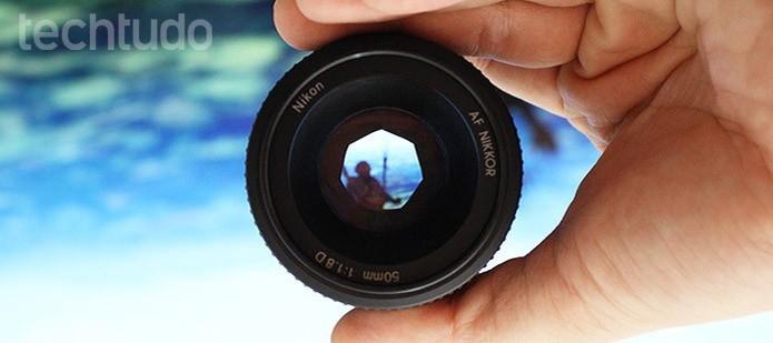 A abertura da lente é indicada na própria lente ou na câmera (Foto: Adriano Hamaguchi/TechTudo)