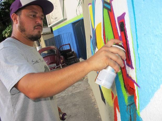 Ex-pichador, Márcio SWK se sente gratificado por conseguir viver do grafite  (Foto: (Foto: Arquivo pessoal))