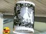 Artesão abusa da criatividade em luminárias em PVC