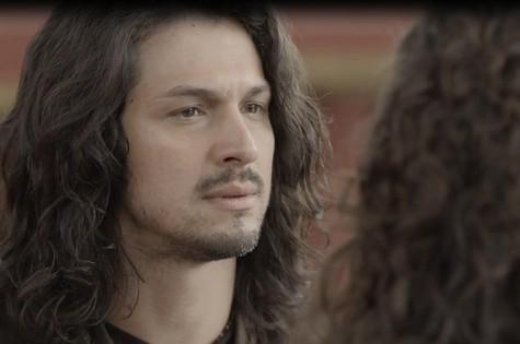 Rômulo Estrela é Afonso em 'Deus salve o rei' (Foto: Reprodução)