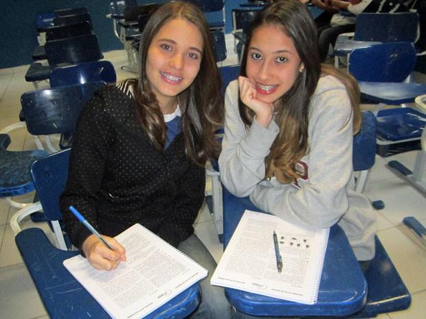 Beatriz Rodrigues (esquerda) e Mylena estudam para fazer o vestibular da Uerj; ambas querem vaga em comunicação social (Foto: Arquivo pessoal)