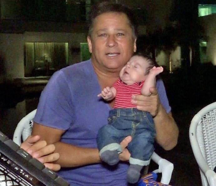 Leonardo fala sobre semelhança com o neto (Foto: TV Globo)