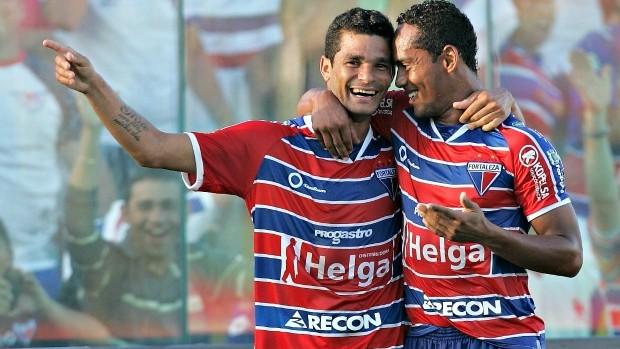 Jaílson e Waldison comemoram gol do Fortaleza (Foto: Kiko Silva / Agência Diário)