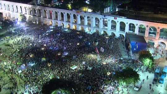 Manifestantes fazem protesto contra o impeachment no Centro do Rio