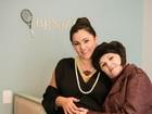 Grávida, Suzana Alves posa com a mãe no quartinho do filho, Benjamin