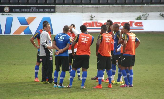 Celso Roth comanda treino do Vasco (Foto: Sofia Miranda / GloboEsporte.com)