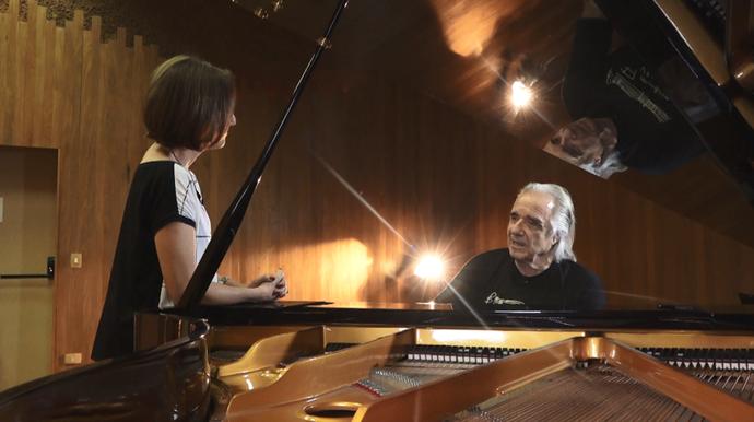 O pianista e regente João Carlos Martins relembra as passagens de sua vida  (Foto: Reprodução EPTV )