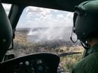 Fogo continua a queimar vegetação de reserva em Sooretama, ES