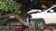 Suspeitos roubam carro e se envolvem em acidente em Vitória