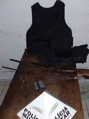 Armas apreendidas Vila Olavo Costa (Foto: Polícia Militar/ Divulgação)