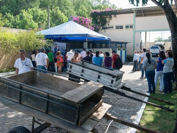Carroças são entregues na cerimônia em troca de indenização (Foto: Diego Alves / PMV)