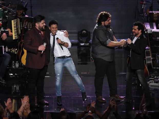 César Menotti e Fabiano com Zezé Di Camargo e Luciano em gravação de DVD em São Paulo (Foto: Amauri Nehn/ Brazil News)