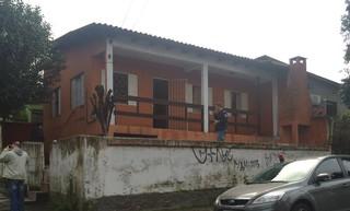 Casa de Patrícia Moreira é incendiada (Foto: Fábio Almeida/RBS TV)