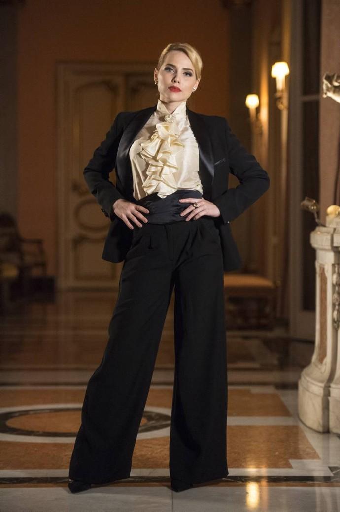 O visual da personagem Julia (Letícia Colin) é puro requinte. (Foto: Globo/Estevam Avellar)