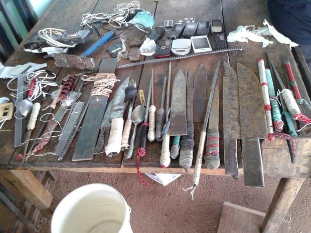Agentes encontram facas e celulares em presídio de Cariri do Tocantins (Foto: Divulgação)