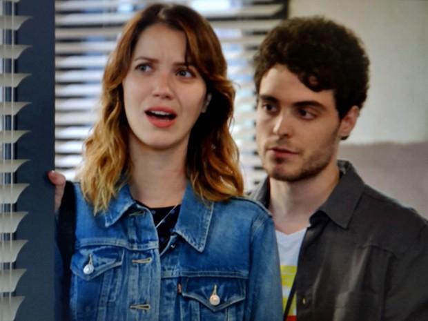 Laura fica chocada com as atitudes do chefe (Foto: TV Globo)