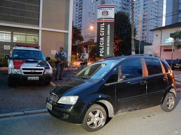 Fiat Idea usado no crime tinha sido roubado no dia 14 (Foto: Hélio Torchi/Estadão Conteúdo)