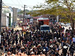 Segundo a Polícia Militar, cerca de 20 mil pessoas participaram da Cavalgada em Rio Branco (Foto: Caio Fulgêncio/G1)