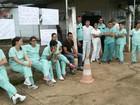 Enfermeiros de três cidades de MT param para cobrar salários atrasados