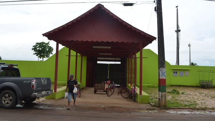 Entrada do estádio Nabor Júnior, o Naborzão, em Tarauacá (Foto: Yuri Marcel/G1)
