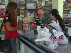 Procon fiscaliza entrega de sacolas em supermercados de Campinas