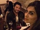 Vanessa Mesquita tem noite romântica com o namorado