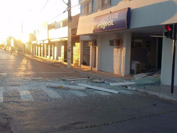 Ainda não há infromações se algum dinheiro foi levado (Foto: Divulgação / Polícia Militar)