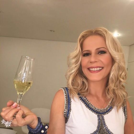 Apreciadora da bebida, Paula Toller lançará um espumante que leva a sua assinatura (Foto: Reprodução/ Instagram)