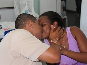 O casal Tiago e Tatiana Ferreira aproveitam a iniciativa para oficiliazar a sua união (Foto: Divulgação)