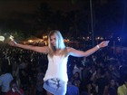 Lembra dela? Ex-BBB Marcela se diverte em show de funk em Maceió