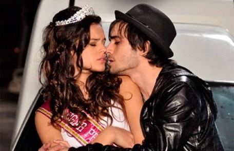 """Bruna Marquezine contracenou com Fiuk em """"Aquele beijo"""", novela em que viveu Belezinha, uma participante de concursos de beleza/ Divulgação/TV Globo"""