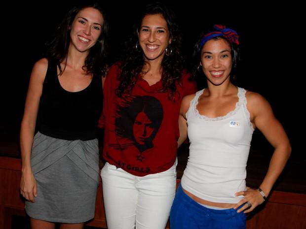 Clarissa Mayoral, Luana Miessa e Paula Miessa em teatro em São Paulo (Foto: Marcos Ribas/ Foto Rio News)