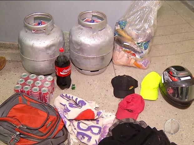 Produtos foram roubados pelos criminosos em dois mercadinhos na Grande Natal (Foto: Reprodução/Inter TV Cabugi)