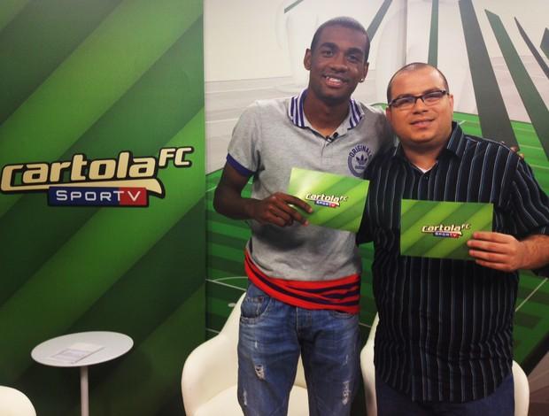 Cassius Leitão e Marllon, zagueiro do Flamengo, no programa do Cartola FC (Foto: Christiane Mussi/ GLOBOESPORTE.COM)