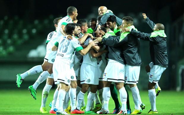 Dudu Comemora gol do Coritiba contra o Vitória (Foto: Getty Images)