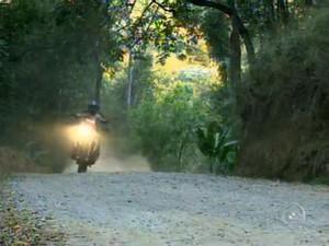 Morador de São Roque participa de expedição de moto pelo rio Amazonas (Foto: Reprodução/TV TEM)