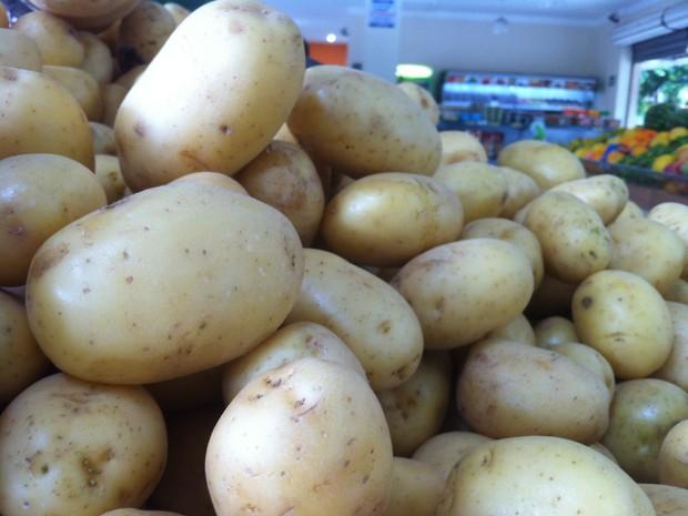 Batata sofre variações de até 115% de aumento no preço.  (Foto: Davidson Fortunato/G1)