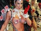 Rainha da Gaviões, Tati Minerato é traída por fantasia e mostra demais