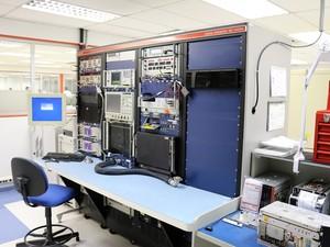 Supercomputadores são usados para testar os equipamentos de bordo (Foto: Rodrigo Zanette/G1)