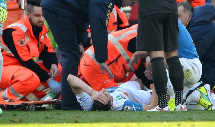 Mattiello perna quebrada, Chievo x Roma (Foto: EFE)