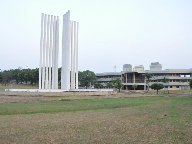 Paliteiro e biblioteca UFMS (Foto: Fernando da Mata/G1 MS)