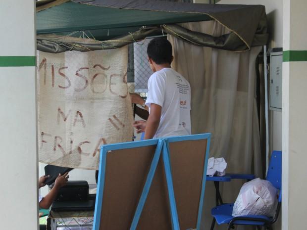 Alunos realizaram mostra paralela, chamada 'Missões na África' (Foto: Tiago Melo/ G1 AM)
