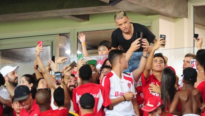 D'Alessandro acompanha jogo do Inter no Beira-Rio (Foto: Ricardo Duarte / Inter, DVG)