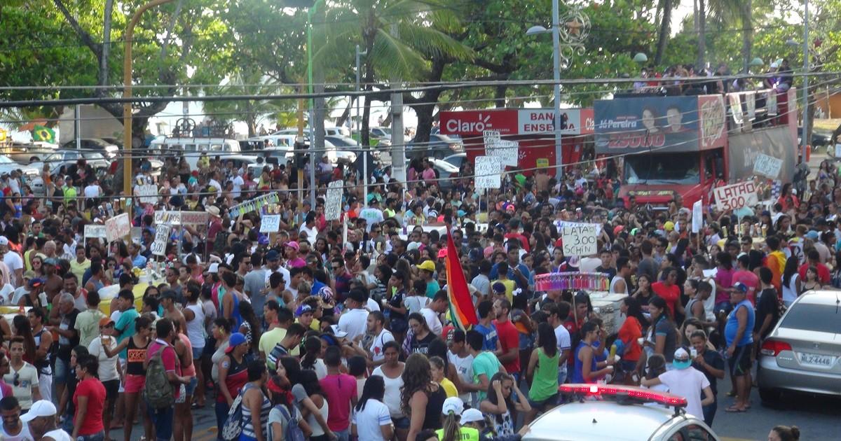 Centenas de pessoas marcham pelos direitos homossexuais em ... - Globo.com