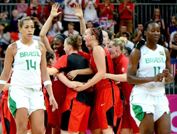 Erika basquete Brasil x Canadá (Foto: AFP)
