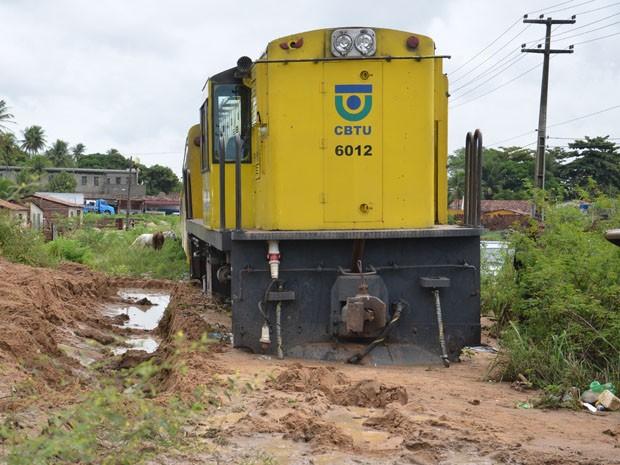 Deslizamento de terra prejudicou o trilho e causou o acidente (Foto: Walter Paparazzo/G1)