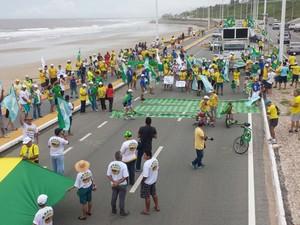 Em São Luís (MA), a manifestação começou às 11h a passeata na Avenida Litorânea (Foto: Lucas Vieira/G1)
