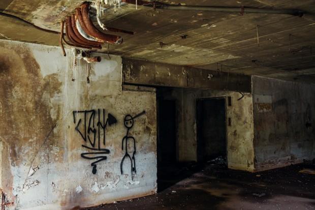 Prédio está abandonado desde 2001 (Foto: Glauco Araújo/G1)