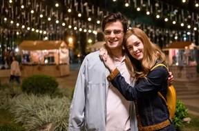 Hugo Bonemer com Sophia Abrahão na primeira fase de A Lei do Amor (Foto: Globo/ Ramon Vasconcellos)